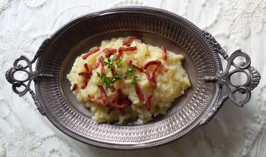 "Discover ""Hete Bliksem"": a Lightning Hot Traditional Dutch Side Dish: Hete bliksem"
