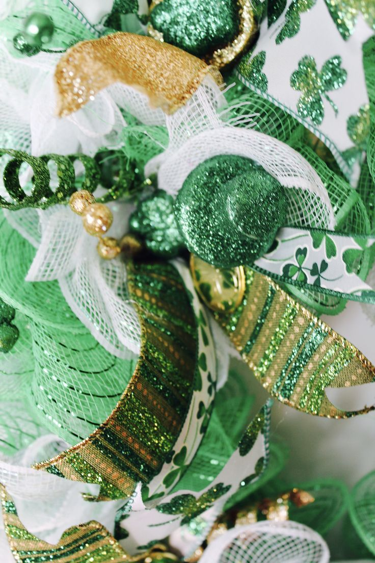 Get your GOLD and GREEN out! St. Patrick's Day is coming! This St. Patrick's Day Wreath is guaranteed to bring attention to your front door and your neighbors asking where you got it!! http://etsy.me/2on3M9C Deco Mesh, Home Decor, Shamrock #GlitterDazzleSparkle #Green