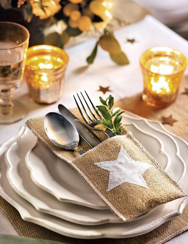 casa rural con encanto navideña. Detalle de las servilletas con tela de saco y  estrella de tela.