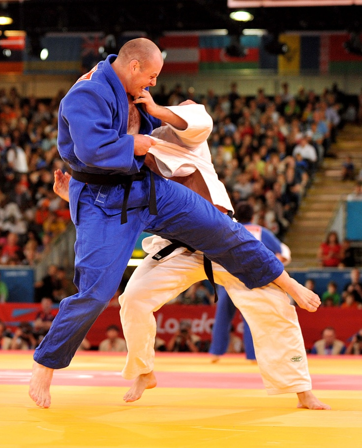 Royal Marine and UK Olympic judoka Chris Sherrington has been knocked out of the London 2012 Olympic judo +100kg category by three times world gold medallist Alexander Mikhaylin of Russia.