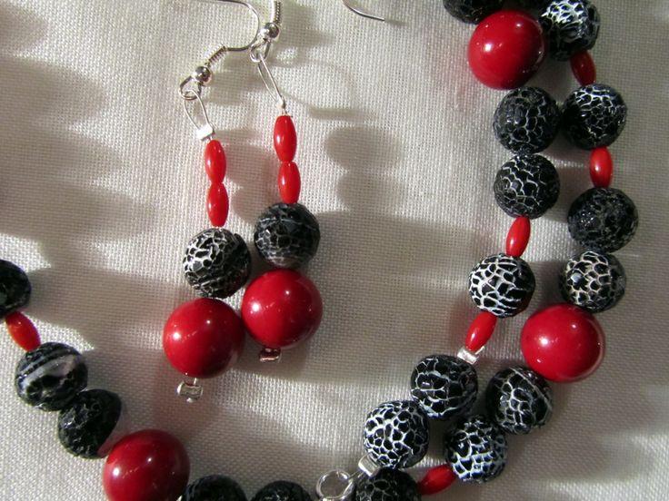 collana ed orecchini con perle di corallo fossile ed agata