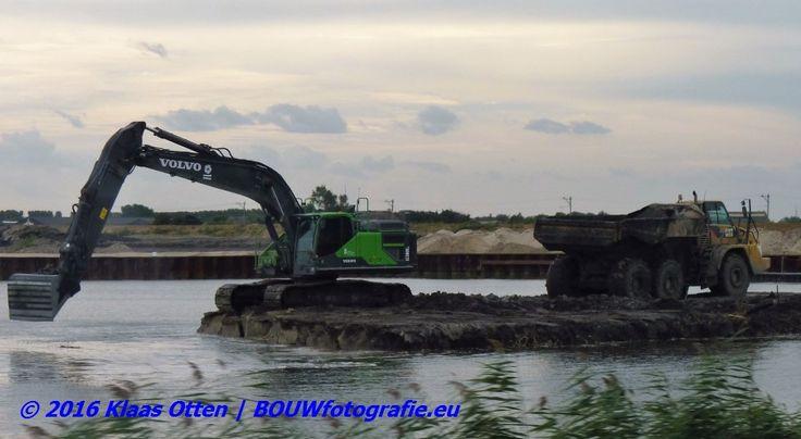 Afgraven dam insteekhaven van bedrijventerrein #Kooyhaven vordert! | www.facebook.com/bouwbedrijfweblog