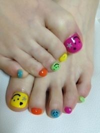 Pretty Pedicure Nail Art Ideas for 2012  http://www.becomegorgeous.com