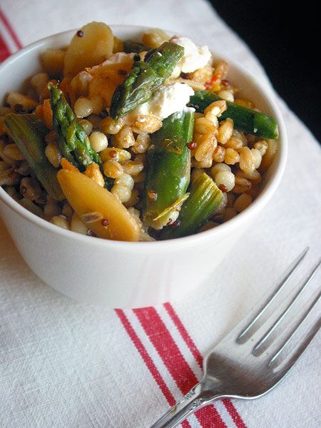 I've been meaning to try making farro, and I need some salad inspiration.  Meyer lemon + farro + asparagus + almonds + goat cheese