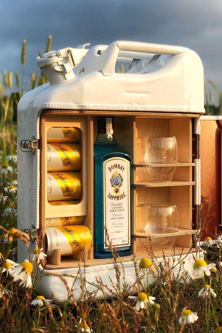 Die maßgeschneiderte Upcycled Jerry Can Mini Bar bietet Platz für Ihr Lieblingsgetränk, Mix …