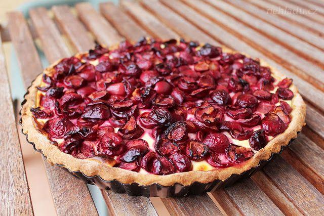 Ne hladu: Celozrnný koláč s tvarohem a třešněmi