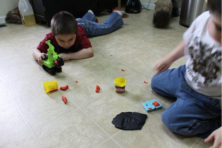 Hasbro Play-Doh® DIGGIN' RIGS TONKA CHUCK & FRIENDS CHOMPER THE EXCAVATOR Playset Review