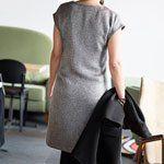 Harlequin jurk - Less is more, is onze leuze. Eenvoud siert dan ook deze tijdloze jurk. Aan deze jurk zit je helemaal niet lang te naaien en toch heb je een uiterst verfijnd resultaat. Ideaal voor beginners die op zoek zijn naar iets moois! - La Maison Victor