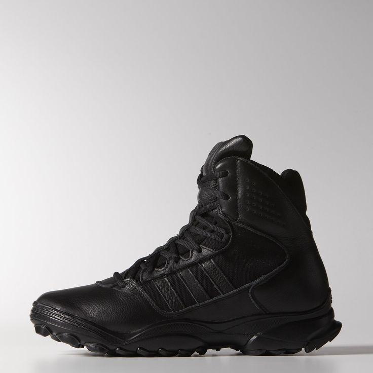 Dieser Schuh für Herren hat Full-Grain-Oberleder und einen CORDURA® Nylon-Bereich für extrem hohe Strapazierfähigkeit und Leistungsfähigkeit - ähnlich einem Kampfstiefel. Zur Ausstattung gehören der vergrößerte Bereich im medialen Fußgewölbe und die robuste, speziell entwickelte TRAXION™ Laufsohle.