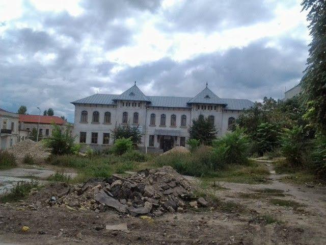 Vedere spre Colegiul Mihai Eminescu