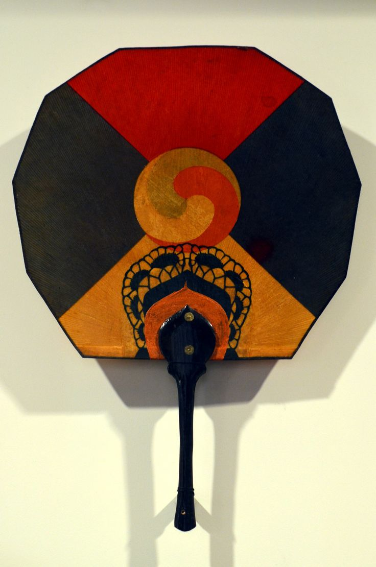 ⁁ - presentpasts: Korean fans at the British Museum.