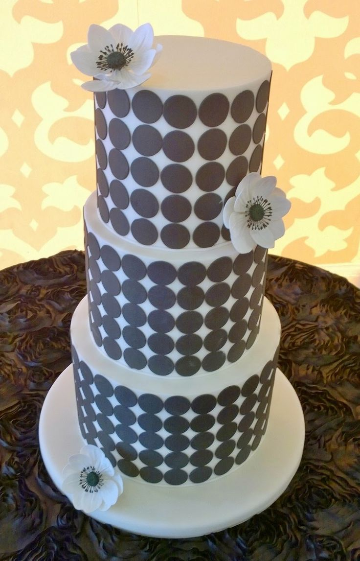 80 best cake tables images on pinterest wedding cake amazing black and white polka dot cake sugar flowers at belle mer newport dhlflorist Image collections