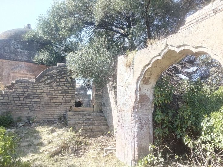 Ruins of the arched gateway beside the temple