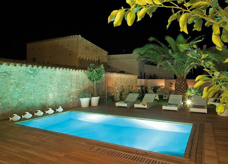 Galería fotográfica - Zona de lectura y piscina exterior en el Hotel Es Mares Formentera.