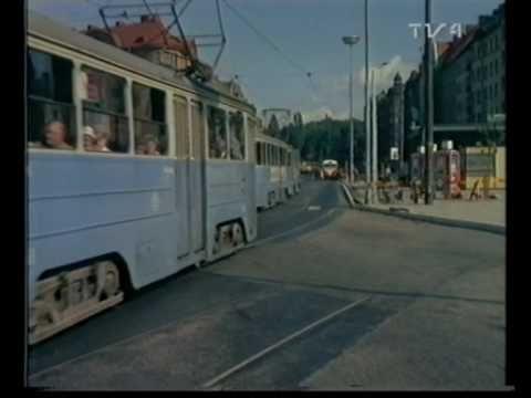 Monica Zetterlund: SAKTA VI GÅ GENOM STAN - YouTube