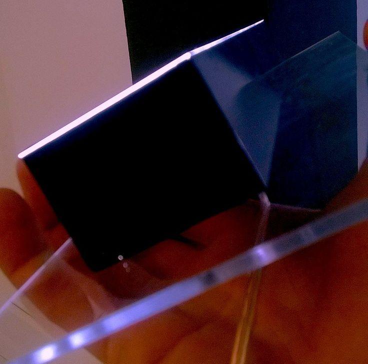 Dettaglio elemento di insegna tecnologia LED, certificata CE. Design leggero, senza viti a vista, grande versatilità su vetro e acciaio. Penta System progetta la la lavorazione e cura la realizzazione. Scoprilo su: http://lnkd.in/d_4XHgG