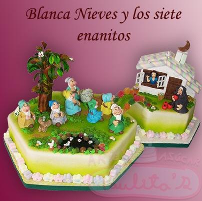 Representación de Blanca Nieves y los 7 enenitos,todo en pasta de Marshmallowz