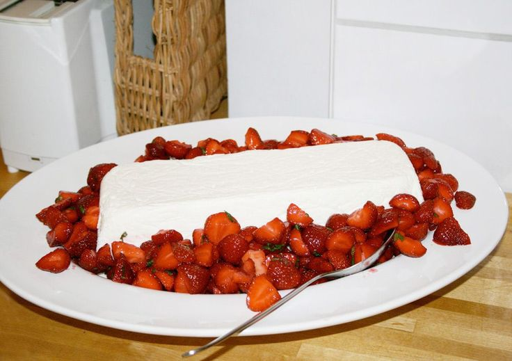 Nachtisch mit Erdbeeren