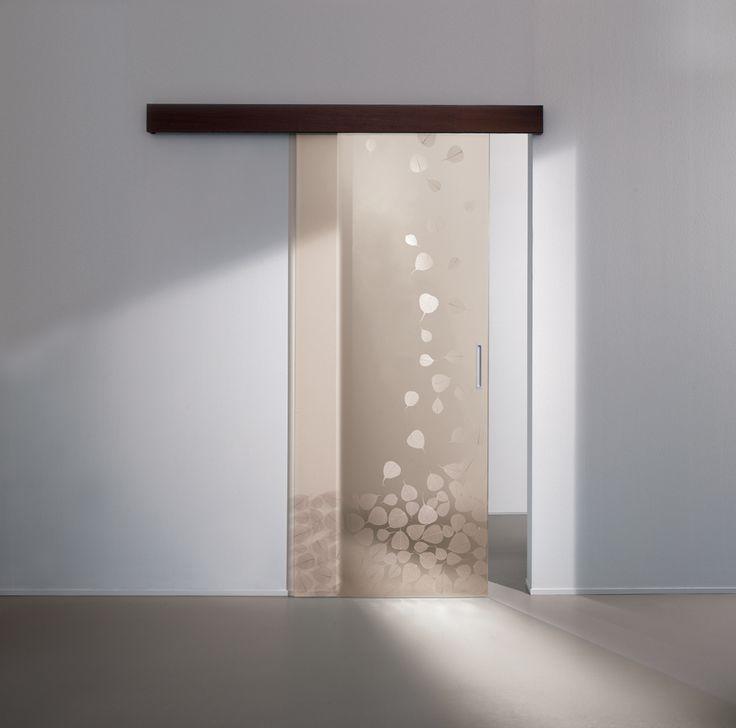 Porta in vetro stratificato con decorazione realizzata da cascata di vere foglie di Buddha disidratate. Produzione Cristal  design Marcello Gennari