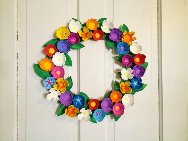 Egg carton flower wreath recycling crafts making Egg carton flowers ideas