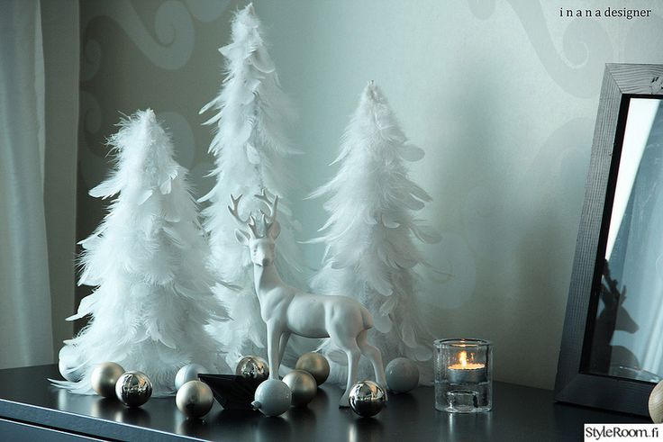 koriste-esineet,sivupöytä,sommitelma,joulu,jouluinen,höyhen,kuusi