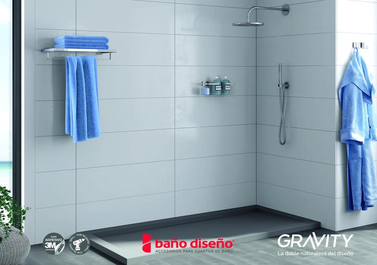Foto ambiente zona ducha con colección de #accesorios de baño #Gravity. En la imagen: estantería de pared con barra, percha doble y esponjera gel recta.