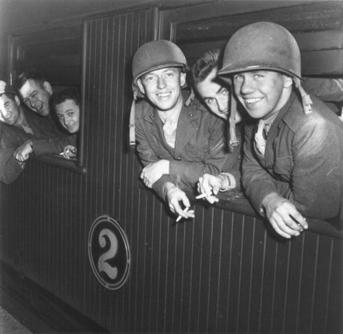 US Marines arriving in Wellington, New Zealand 1942