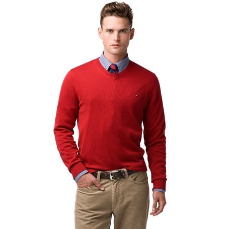 De Pacific trui van Tommy Hilfiger is de perfecte basic in je kast. Regular-fit in mid-weight 100% katoen. Ribgebreide V-hals en boorden, Hilfiger vlaglogo op de borst. Hoogwaardig afgewerkt met accent tape aan de binnenzijde van de hals.Ons model is 1.86m en draagt een Tommy Hilfiger trui in maat M.