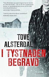 I tystnade begravd av Tove Alsterdal   Betyg: 4/5  Enstöringen Lapp-Erik, en gång Sveriges främste skidåkare, slås ihjäl med sin egen yxa i en by i Tornedalen. I ett trapphus i Sankt Petersburg skjuter en rysk gangsterledare sin kompanjon, och flyr sedan mot gränsen.  #deckare #recension #bok #böcker