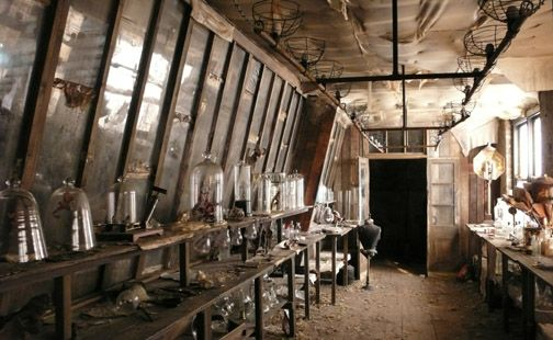 Sherlock Holmes. Reordan's Lab. Katie Spencer - Set Decorator.