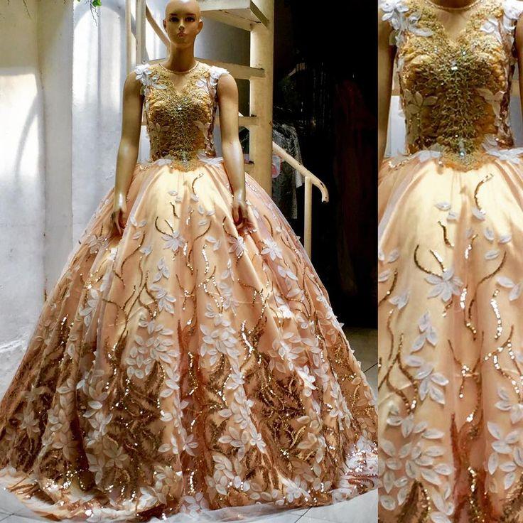 Ketika kita mengalami kesulitan dan tidak menyerah disitulah kekuatan kita..!! #fashion #gown #wedding #weddings #weddingku #weddinggown #weddingdress #weddingphotography #weddingdetails #opulenceboutique #opulence #designerindonesia #designer #instagood #instadaily #instalike http://gelinshop.com/ipost/1521846992677197981/?code=BUer8bZBVid
