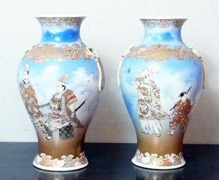 Par de vasos em porcelana japonesa decorados com samurai