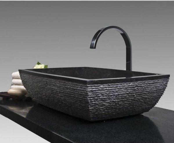 Un lavabo noir pour la salle de bains l gante lavabo for Lavabo salle de bain encastrable