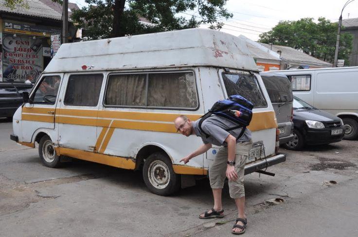 Når man nu i snart 4 uger har bevæget sig rundt både i og på grænsen af EU, så kan det ikke undgås, at man en gang imellem undrer sig.Der er naturligvis kæmpe forskel på rig og fattig, og det ses især på folks boliger samt deres køretøjer. I Moldova er forskellen især udtalt, og man ser gamle Moskvitcher og …