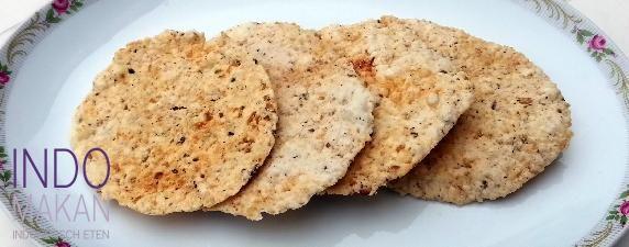Kroepoek Nasi Teri - Kroepoek van rijst met gedroogde zoute visjes - Rice crackers with salty dried fish