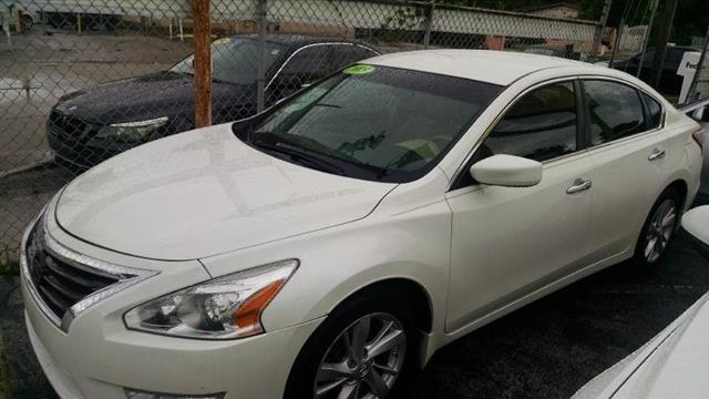 Used 2013 Nissan Altima 2.5 for Sale in Miami FL 33168