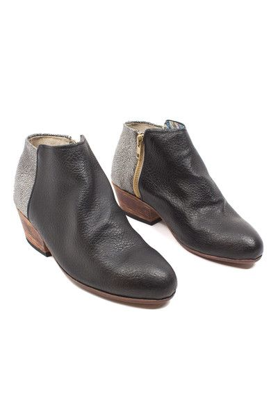Uxibal brings the best of both worlds together with these two-tone ankle boots.