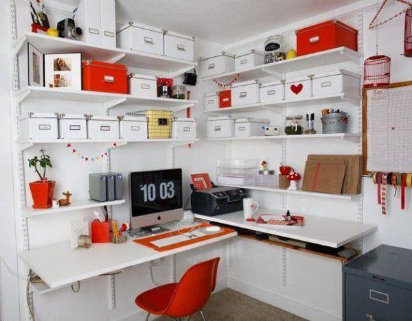 収納ボックスが多く飾られていますが、白と赤、そして差し色が少しあるという感じで、統一感があるのでオシャレです!