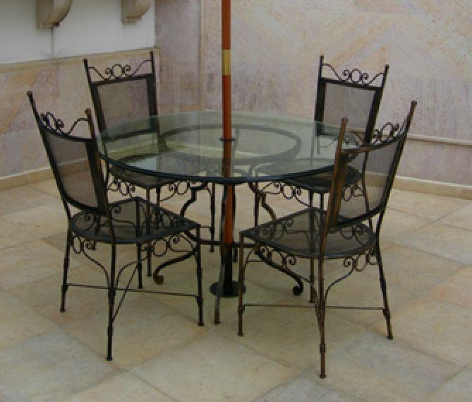 Comedor outdoor en hierro y vidrio. athosmuebles.com