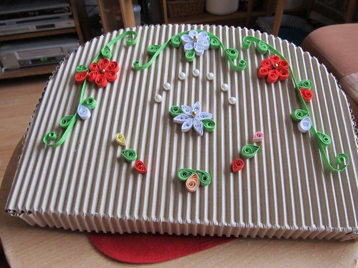 Obal na dárek (tašku) zdobený quillingem