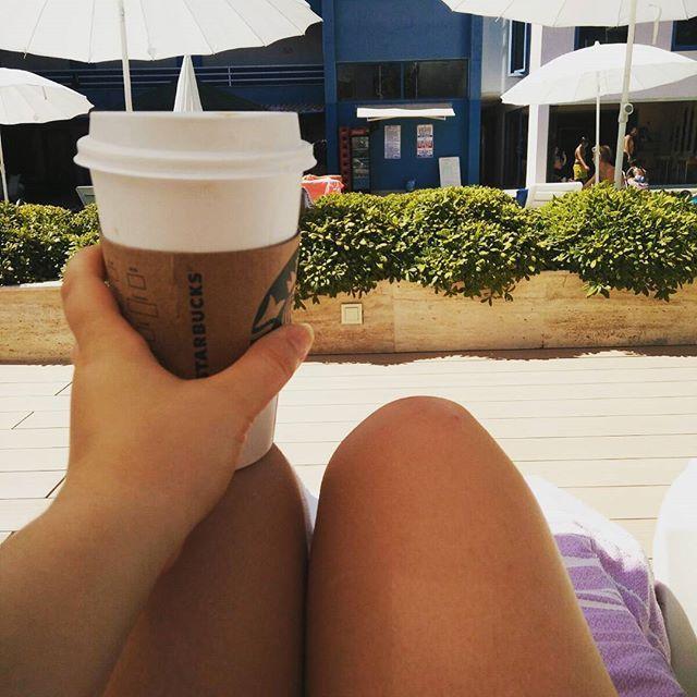 What's better than Starbucks by the pool @starbucksmood #starbucks #kusadasi #college #student #studentblogger…