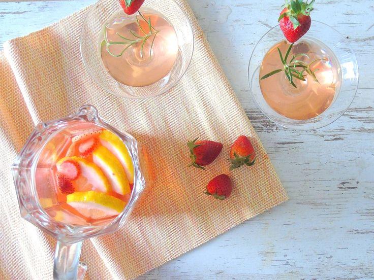 Rosmarin-Erdbeer-Bowle
