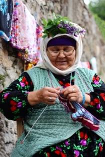 Turkish lady knitting - Kızılağaç Köyü, Çomakdağ - Muğla/Türkiye