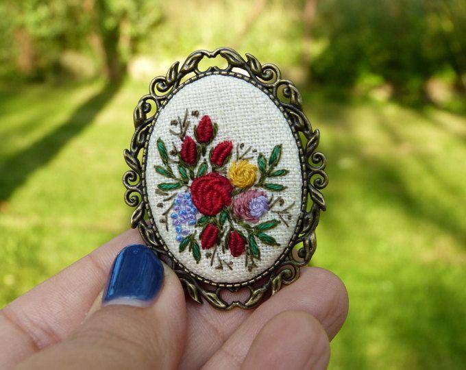 Explora los artículos únicos de EmbroideredJewerly en Etsy: el sitio global para…