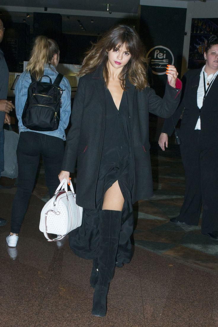 Selena arriving at her hotel in Sydney, Australia - August 2016