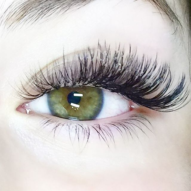 """This week's Feature Friday is @lashsocietyjt !! We love her work! 1. Why do you love using Bella products? """"Bella Lash was the first company I was introduced to when I started doing lashes. The lashes are the softest I have ever felt. And the platinum adhesive is the bomb!"""" 2. My favorite time management tool is hands down my square appointment app. I use this to schedule/cancle/track no shows and for my personal appointments as well."""" 3. How do you develop a relationship with your clients?…"""