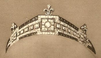 Countess of Paris' Art Deco tiara, by Mellerio dits Meller -sapphire and diamonds mounted on white gold - given to Isabelle of Orléans-Braganza for her marriage in 1931 with Henri d'Orleans (later Earl of Paris / 1908-1999) by monarchists who subscribed to its purchase.
