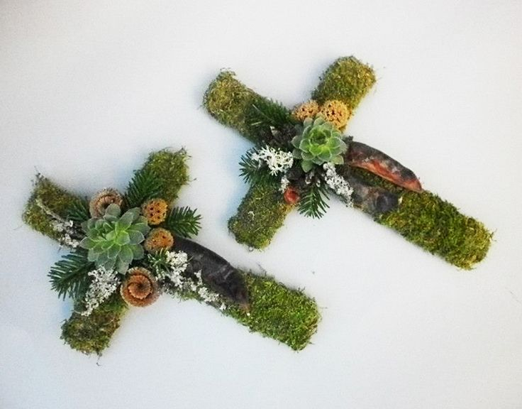 Moss-covered cross | Piety - works of György Tóth
