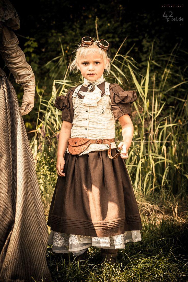 Steampunk little girl/steampunk kid desc meppel pixel - Fantasiafest Meppel 2014 More of this event: http://42pixel.deviantart.com/gallery/50498782/Dutch-European-Steampunk-Convention-Meppel