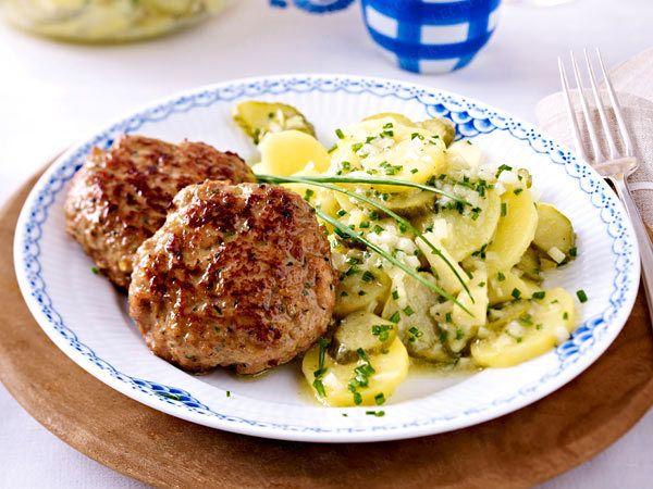 Frikadellen - köstliche Buletten-Vielfalt - kaesefrikadellen-apfel-kartoffelsalat  Rezept